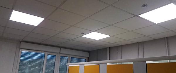 Éclairage dalles LED couplées à des détecteurs de mouvements